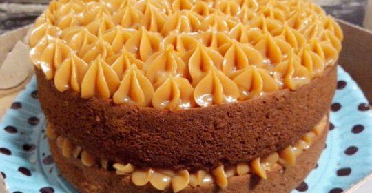 Receita de bolo de aniversário diet com doce de leite