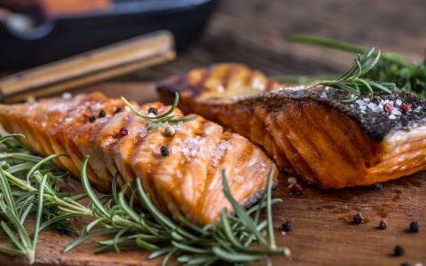 Filé de salmão grelhado: receita incrível e saborosa